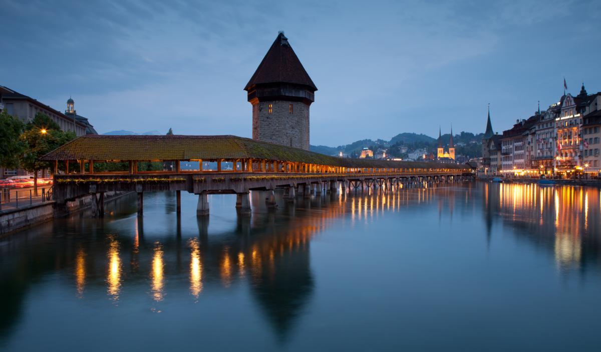 Célèbre passerelle en bois couverte à Lucerne, Suisse